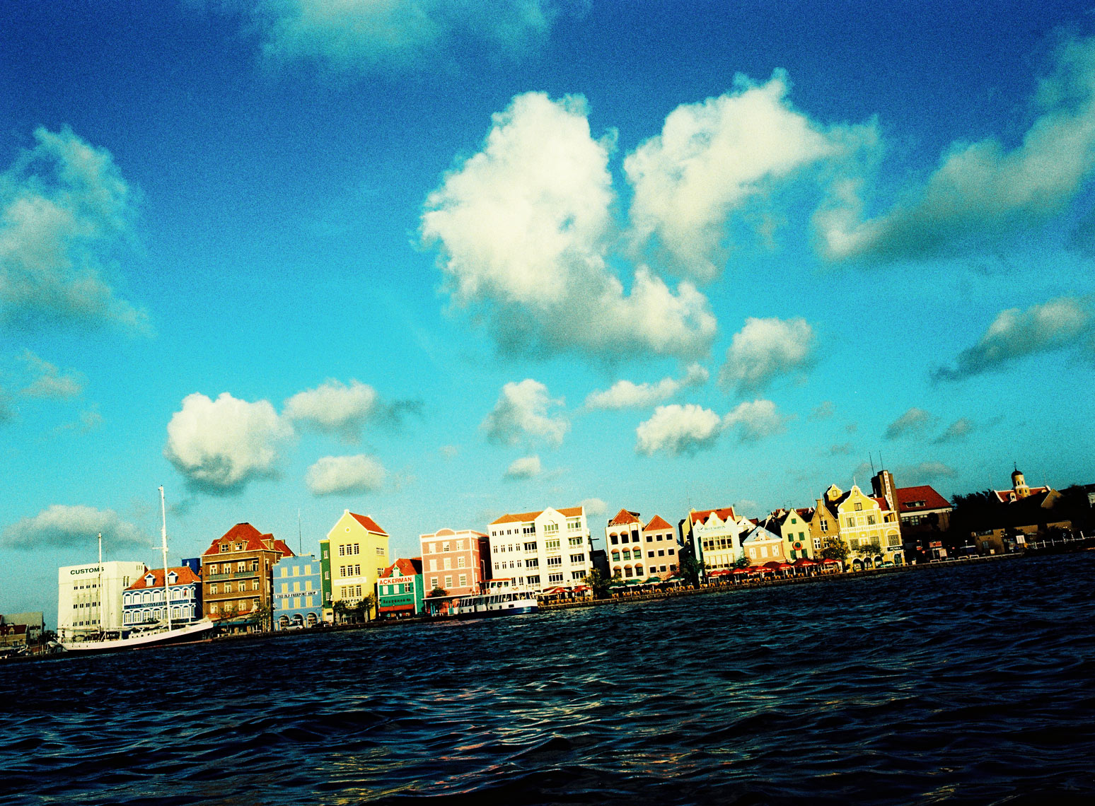 WT-Curacao-Waterfront